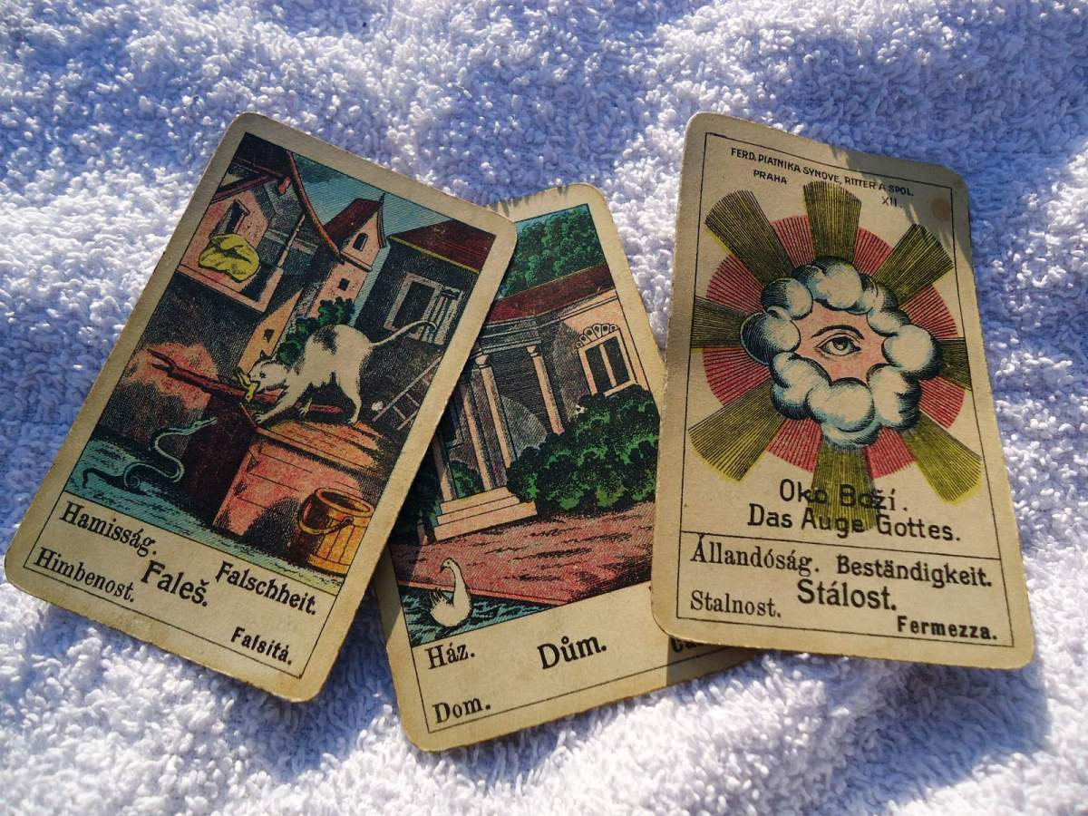 Gypsy Fortune Telling Cards: Deceit, House, Stability
